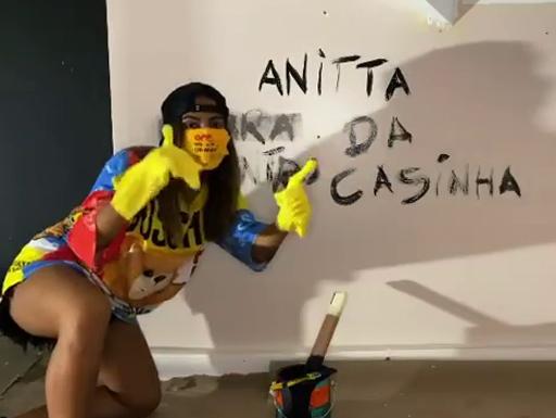 ANITTAInício da nova era? Anitta começa divulgação de novo projeto com vídeo misterioso